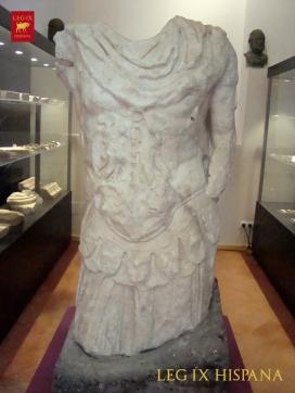 ESTATUA THORACATA EN MUSEO ARQUEOLOGICO MUNICIPAL DE MONTORO