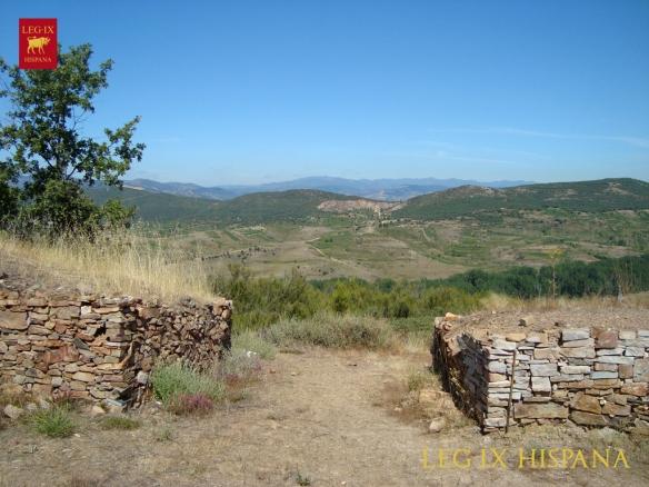 ACCESO A CASTRO DE BORRENES EN MURALLA - LAS MEDULAS