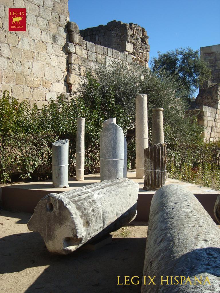 Zona residencial junto a la puerta monumental legi n for Antiguedades para jardin