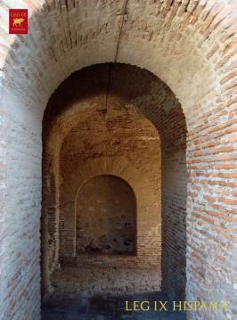 28 - PUERTAS EN INTERIOR DEL CASTILLO