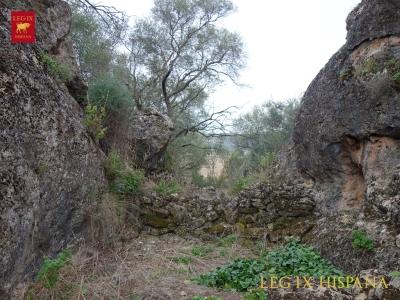 04-fortificaciones-naturales-en-ladera-sur