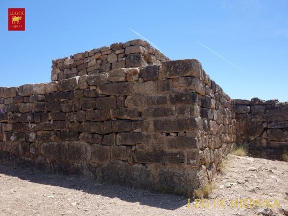 04-torre-adosada-a-la-muralla