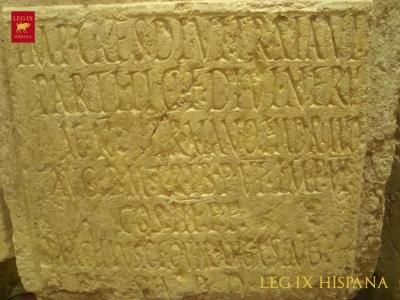 b-altar-con-inscripcion-dedicado-por-marco-acilio-ruga-a-trajano