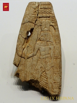 PLACA CON ESCENA EGIPTIZANTE